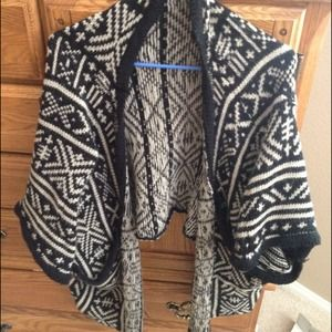 Brandy Melville Aztec Black Creme Rare Sweater