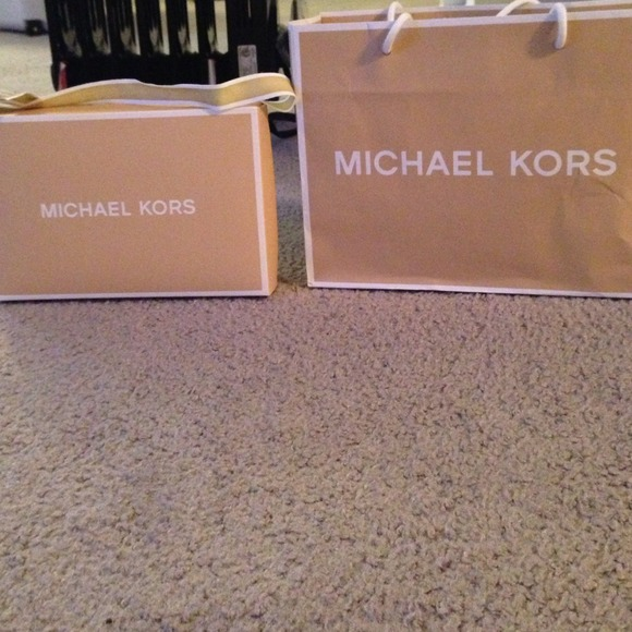 9d180deb50c0 Michael Kors gift bag and gift box with ribbon. M 52e86af84845e679ed00755c