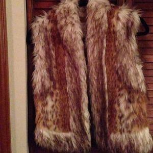 Cache animal faux fur vest