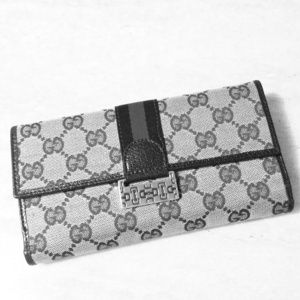 >GIFTED Vintage Gucci continental wallet