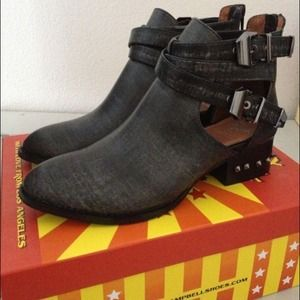 NIB 7.5 Jeffrey Campbell Everly cutout boots