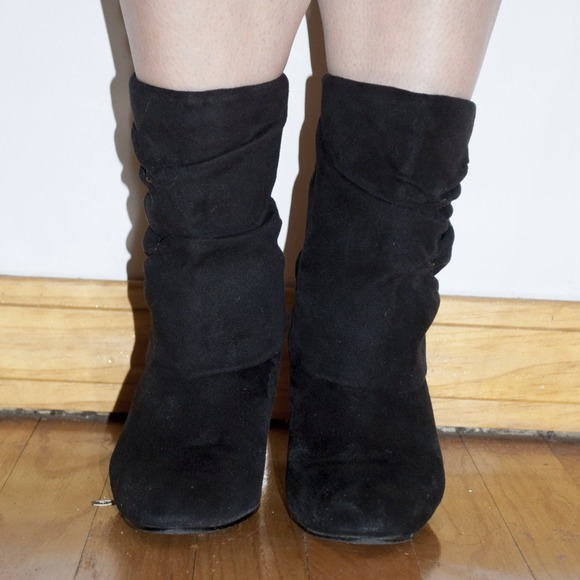 "Best Snow Boots for Problem Feet. Winter is a big enough problem for feet as it is, let alone problem feet. Boots are a hassle with their zips, laces, buckles and bulk (and if your ""winter"" falls cut and dry between December and March and never falls below 32, well, cry me a river and wear thick socks)."
