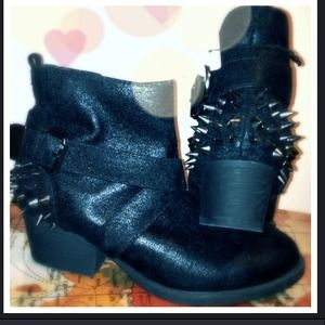 Reduced!!✨BRAND NEW✨ Spiked black ankle boots