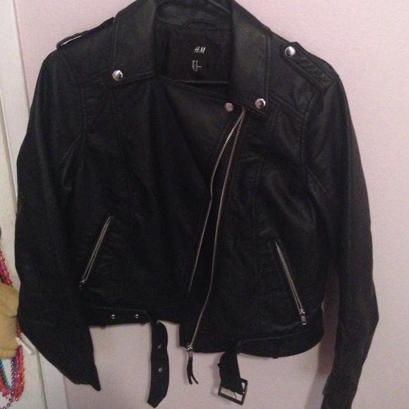 1f3a84015 💄H/M black zip up jacket