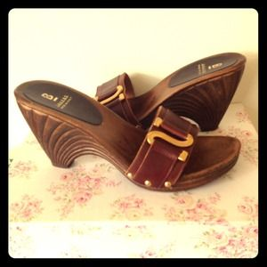 Shoes - 🎉 Host Pick 🎉 Brown Platforms