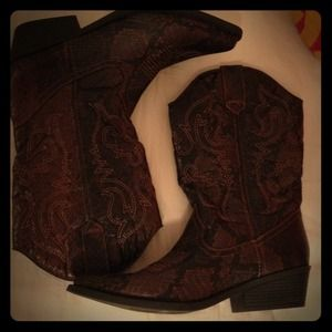 Neutral cowgirl boots