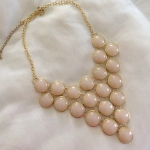 Jewelry - Cream and gold bib necklace