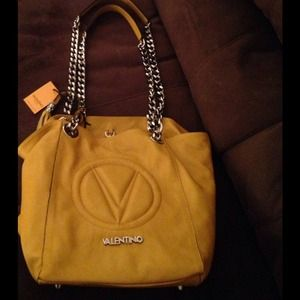 Valentino Handbags - Authentic Valentino! Gorgeous Italian Leather Tote