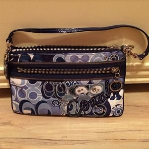 Coach Handbags - AUTHENTIC Coach poppy purse!🎉REDUCED🎉