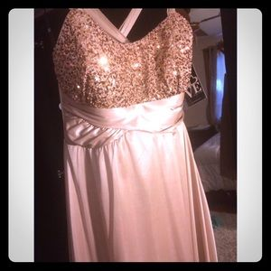 Dresses & Skirts - 🎉reduced🎉Gold formal dress with sequence prom 🎀
