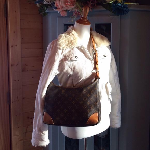 a6498e4c0f80 Louis Vuitton Handbags - LOUIS VUITTON Boulogne 30 Monogram shoulder bag.
