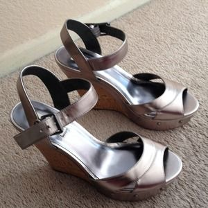 Never worn Vera Wang wedges