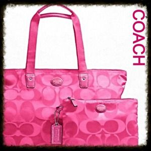 COACH NWT SIGNATURE NYLON WEEK-ENDER