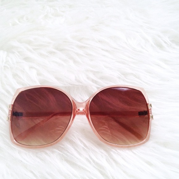 Accessories - 🎉🎉 Peachy shades