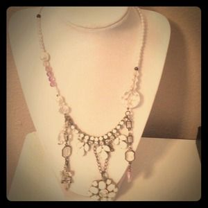 Pearl necklace with beautiful stones