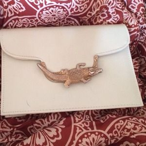 Bags - 🌟HP 4/12🌟 Vintage Inspired Alligator Clutch