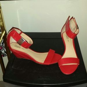 prabul garung Shoes - Red ankle strap sandal