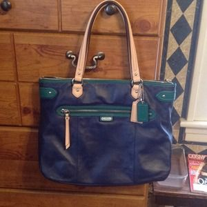 Coach Handbags - BEAUTIFUL LEATHER COACH BAG!