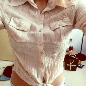 SEXY TAN CROPPED BUTTON UP ! WRINKLED LOOK 😍