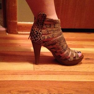 Jeffrey Campbell brown snakeskin heels. Size 7