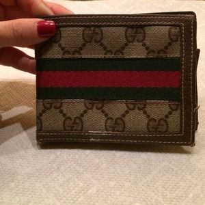 AUTHENTIC VINTAGE Gucci leather bifold wallet!
