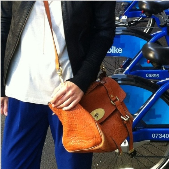 1ea78366dd TRADED Mulberry Alexa Crossbody bag satchel. M 52f4541c5d5f4e4c140062b0