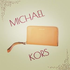 Like New! MICHAEL Michael Kors Tech Wallet