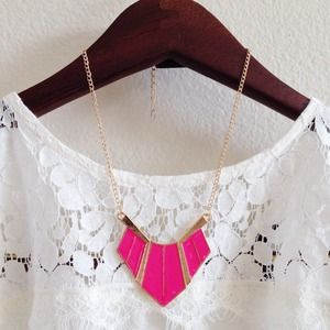 NWT! Pink and gold statement necklace