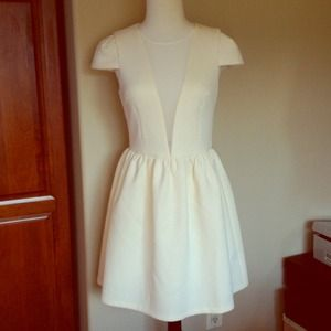 Ark & Co Dresses & Skirts - Gorgeous Ivory/Cream cap sleeve dress.