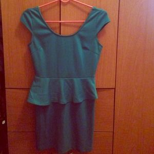 💕VDAY SALE💕Great Green Cap Sleeve Peplum Dress