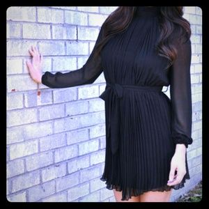 Dresses & Skirts - Black long sleeve Pleated chiffon mini dress
