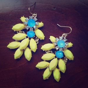 Jewelry - Darling Spring Yellow Dangles
