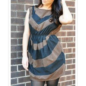 Dresses & Skirts - Short-sleeve brown and black Color Block Dress