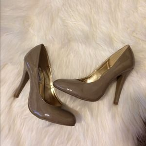 Steve Madden Shoes - Steve Madden taupe pumps