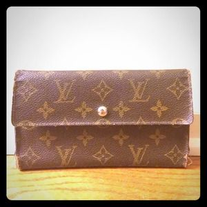 Authentic Vintage Louis Vuitton Wallet!