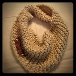 Accessories - Chunky Infinity scarf