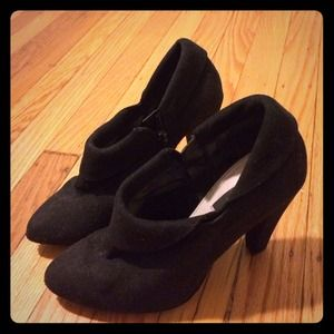 ZARA Black suede ankle boots