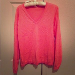J. Crew Sweaters - 🎉Host Pick🎉J.crew coral v-neck sweater in size L