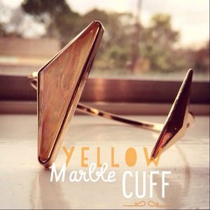 Jewelry - 🎉HP🎉Yellow Marble Gold Tone Cuff