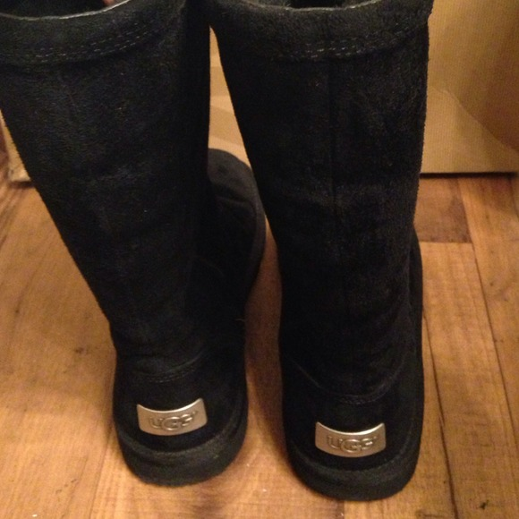 32c1e5847a0 Authentic black UGG Kenly zip up boots!