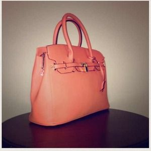 Handbags - Beautiful Celebrity Handbag in Peach🆕💎❤️