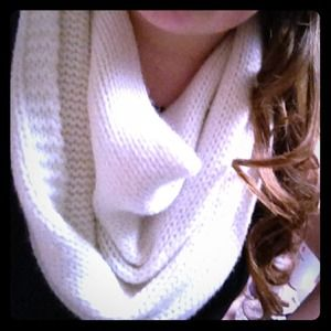 Accessories - Knitted white chunky infinity scarf