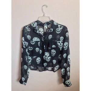 Crop button-up skull top