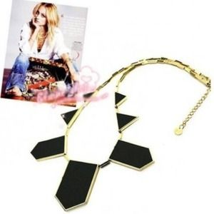 Accessories - Trendy bold necklace