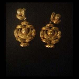 Jewelry - Gold earrings!