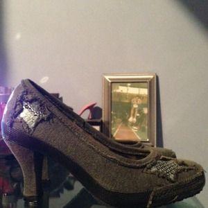 REBELS Fame Grey Gray Distressed Pumps Grunge Shoe
