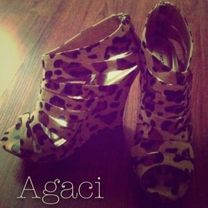 Shoes - Cheetah wedges