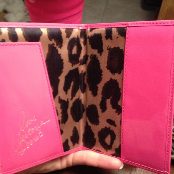 Souvent Victoria's Secret - Victoria's Secret Passport holder from Bri's  RE44