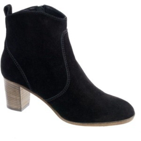 a6e999c4070 J. Crew Boots - ❄️WINTER SALE❄️Aggie Suede Ankle boot