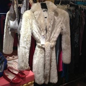 FABULOUS 1970s-INSPIRED White Faux Fur Coat